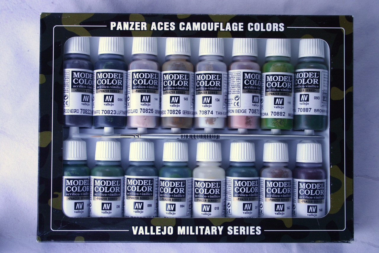 Vallejo Panzer Aces Camouflage Set 16 Colours And 1 Brush